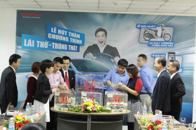 """Công ty Honda Việt Nam tổ chức lễ Rút thăm trúng thưởng dành cho khách hàng tham gia chương trình """"Lái thử trúng thật""""."""